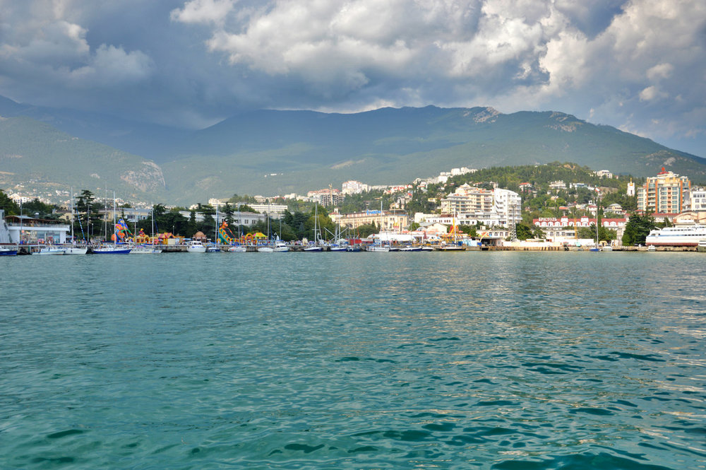 On the way to Yalta - approaching the harbor by boat