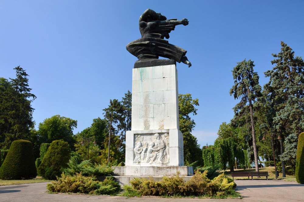 A monument in the park near the fortress