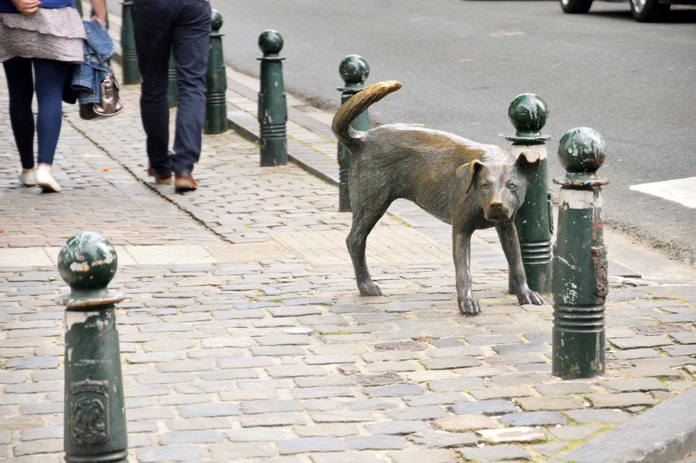 Dog-monument