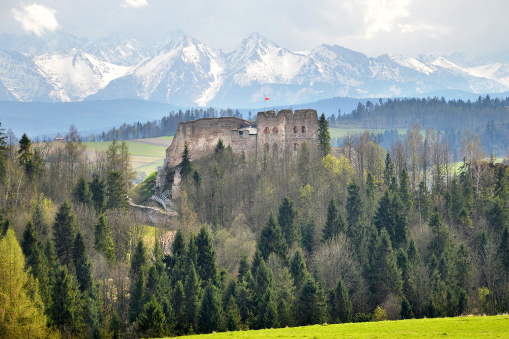 On the way to Zakopane - Czorsztyn castle ruins and Tatra Mountains