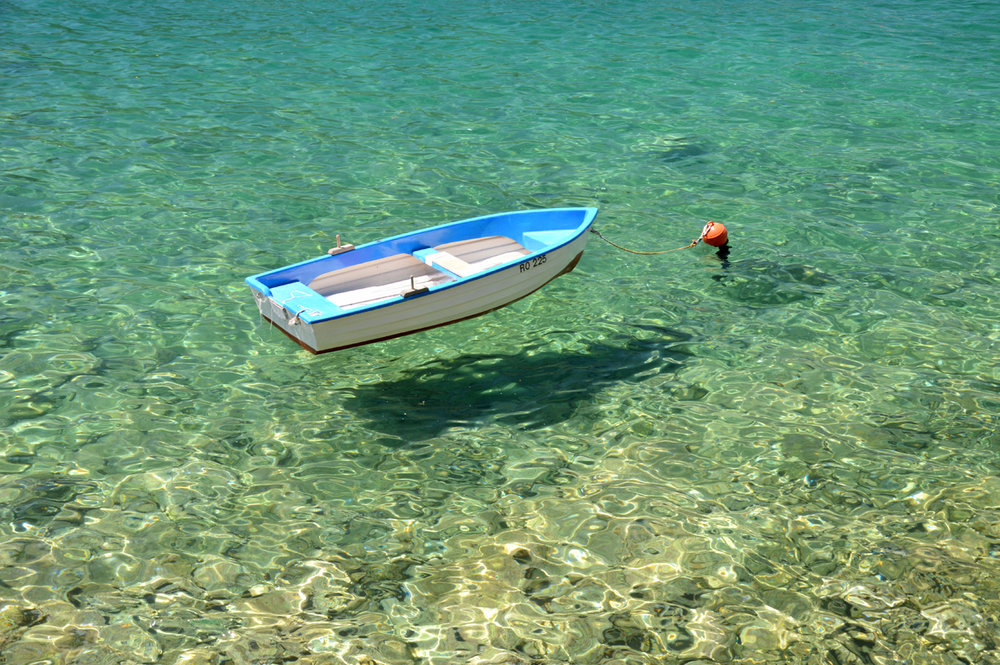 "A boat ""floating"" at Lapad beach"