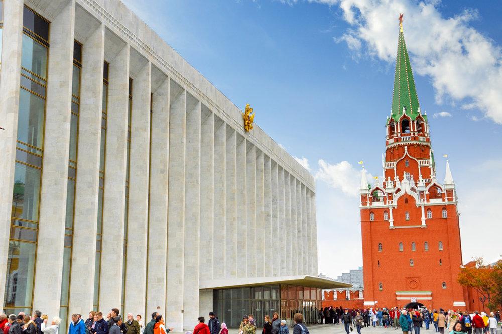 Troitskaya tower and the Soviet-era auditorium within Kremlin walls
