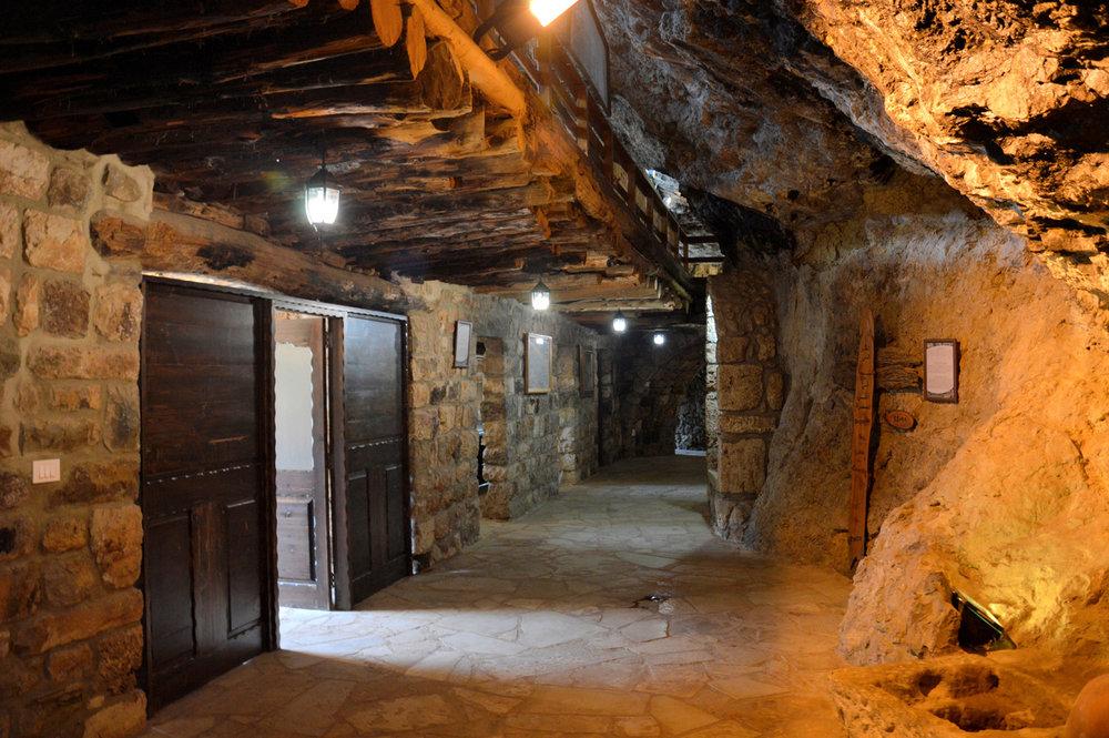Mar Lichaa Monastery inside