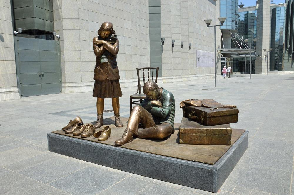 """""""Shoeshine children"""" monument"""