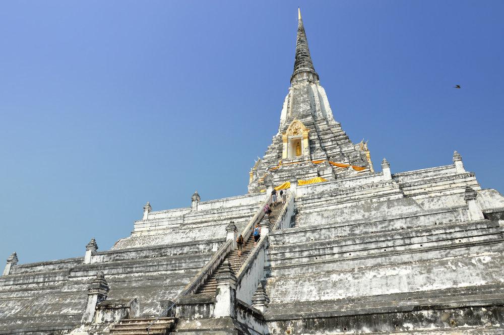 Chedi Phukhao Thong temple