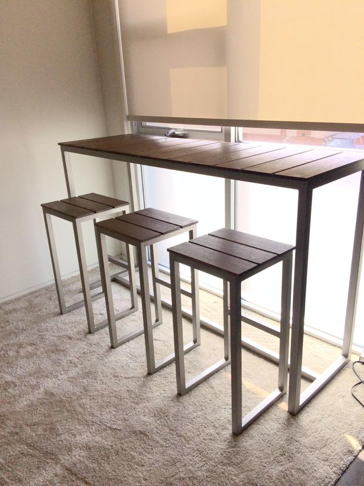 High Atlantica Table with Stools
