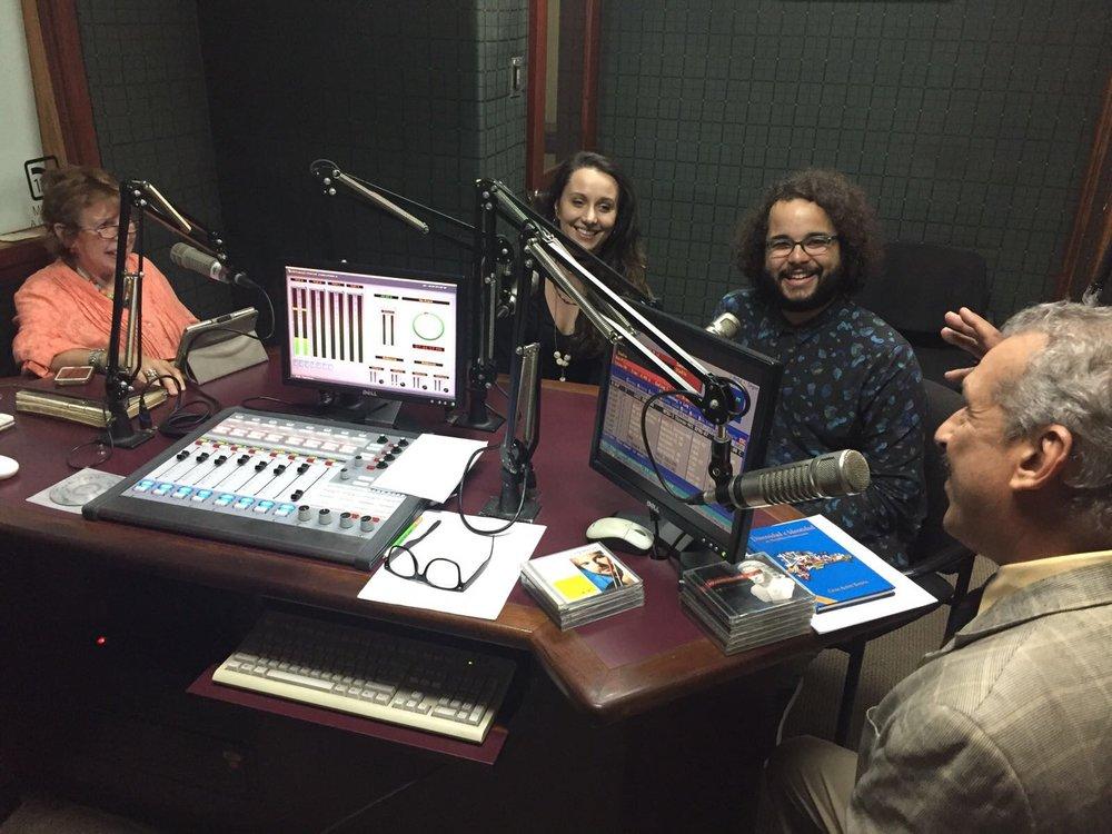 Besos y Abrazos con Raquel y José - Estación 97.7FM