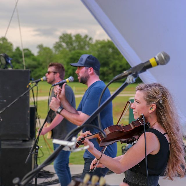 More @innsbrookresort pics! . . . . . #concertphotography #musicians #musician #countrylife #country #countrymusic #countrylife #bandphotography #concert #liveband #livemusic #livemusicphotography #stl #stlouis #stlouisphotographer #concertphoto #violin #fiddle #coverband #guitarist
