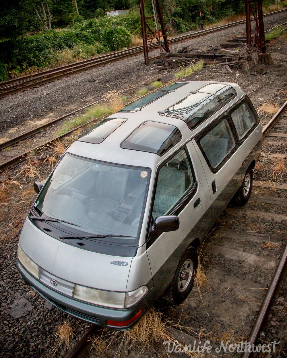 1992ToyotaTownAceCR30AutoSilverGreen-7.jpg