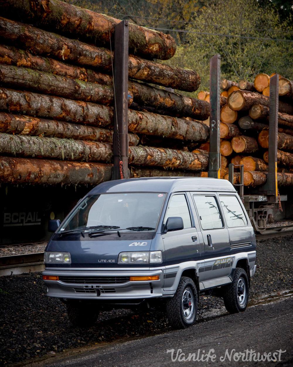 1990ToyotaLiteAceBlueSilverSarah-3.jpg