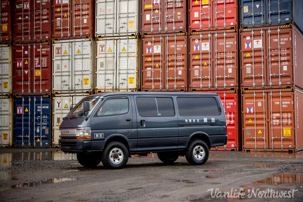 ToyotaHiaceLH119GrantWheeler-1.jpg