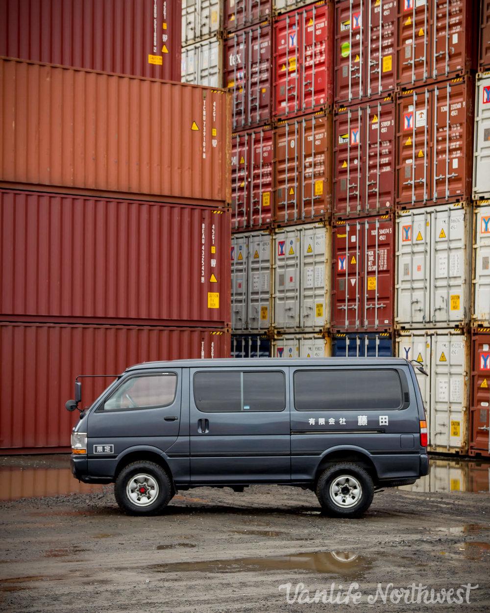 ToyotaHiaceLH119GrantWheeler-6.jpg