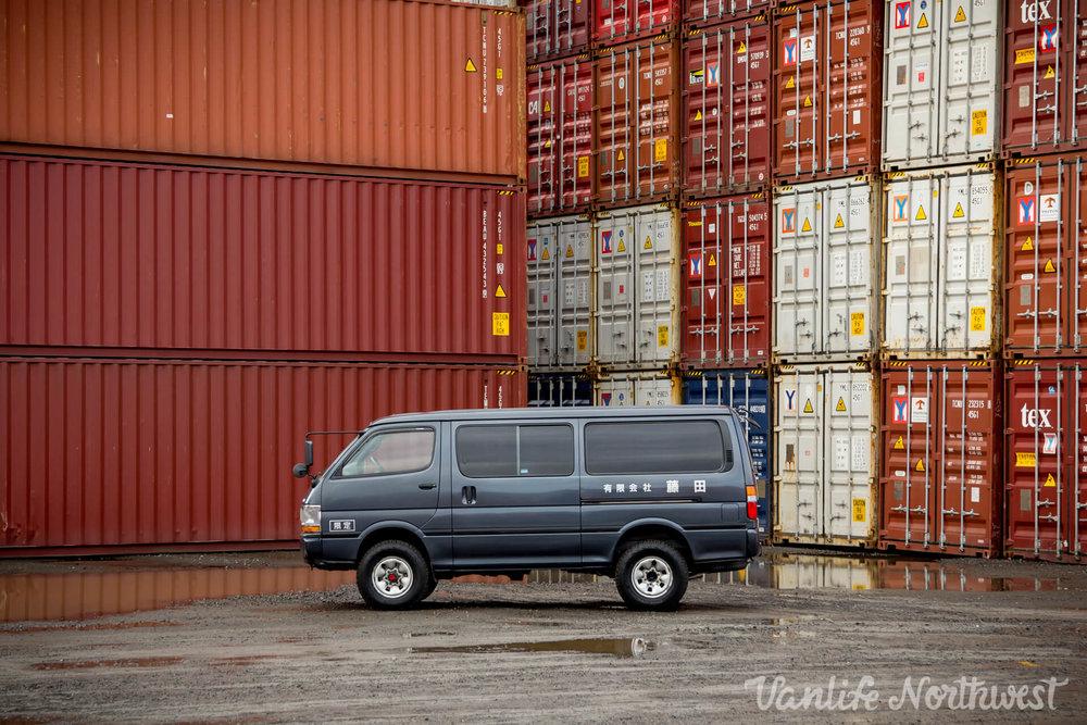 ToyotaHiaceLH119GrantWheeler-7.jpg