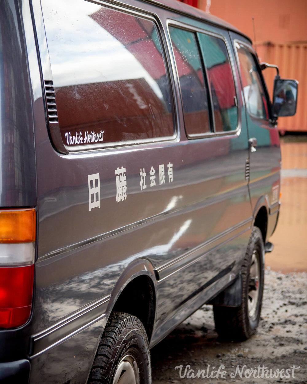 ToyotaHiaceLH119GrantWheeler-11.jpg
