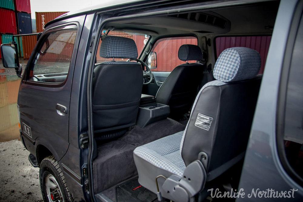 ToyotaHiaceLH119GrantWheeler-20.jpg