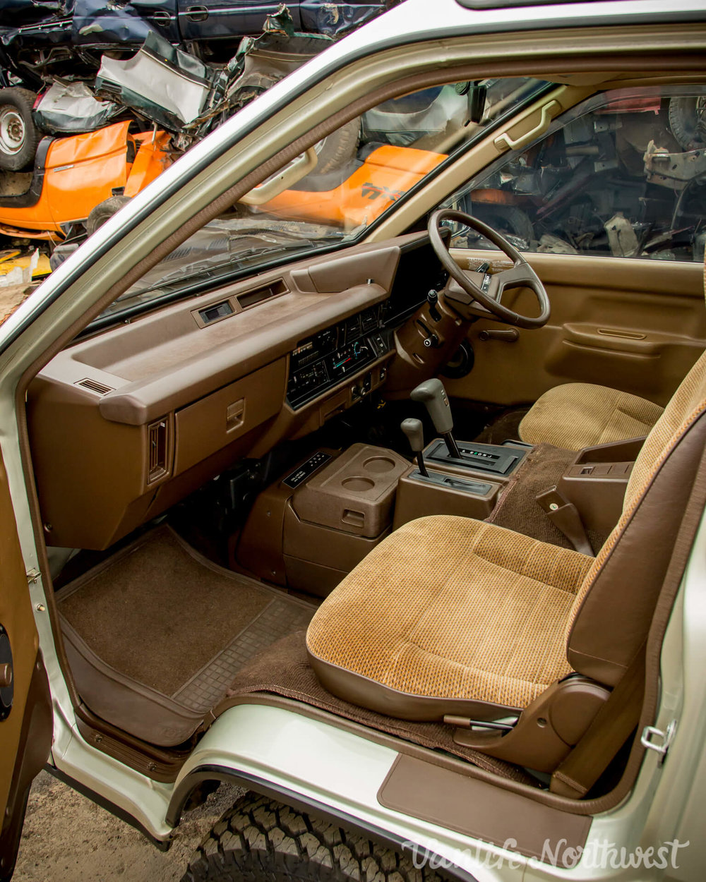 1987ToyotaLiteAce4wdGasolineSkylight-27.jpg
