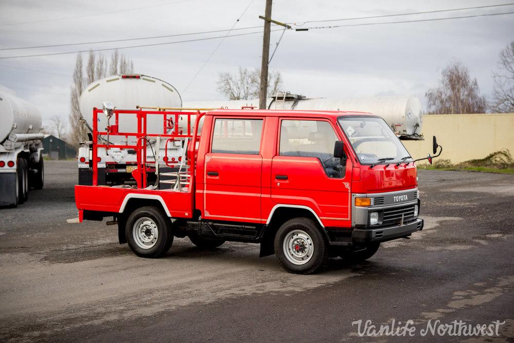 ToyotaHiaceFireTruckLH851990-2.jpg