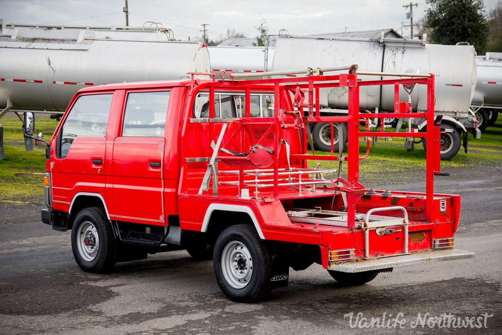 ToyotaHiaceFireTruckLH851990-14.jpg