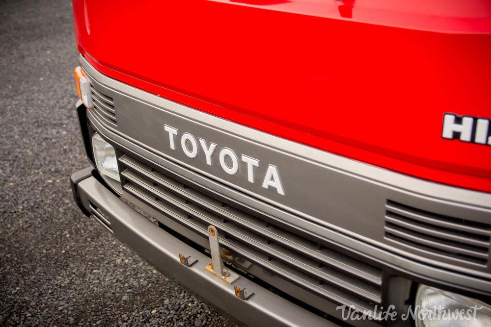 ToyotaHiaceFireTruckLH851990-21.jpg