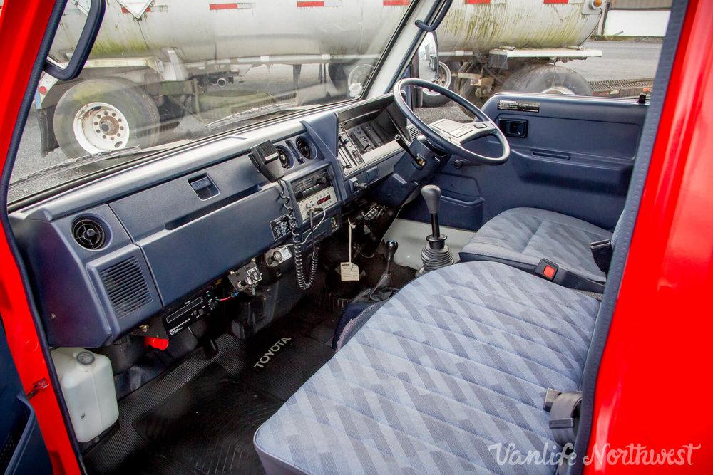 ToyotaHiaceFireTruckLH851990-23.jpg
