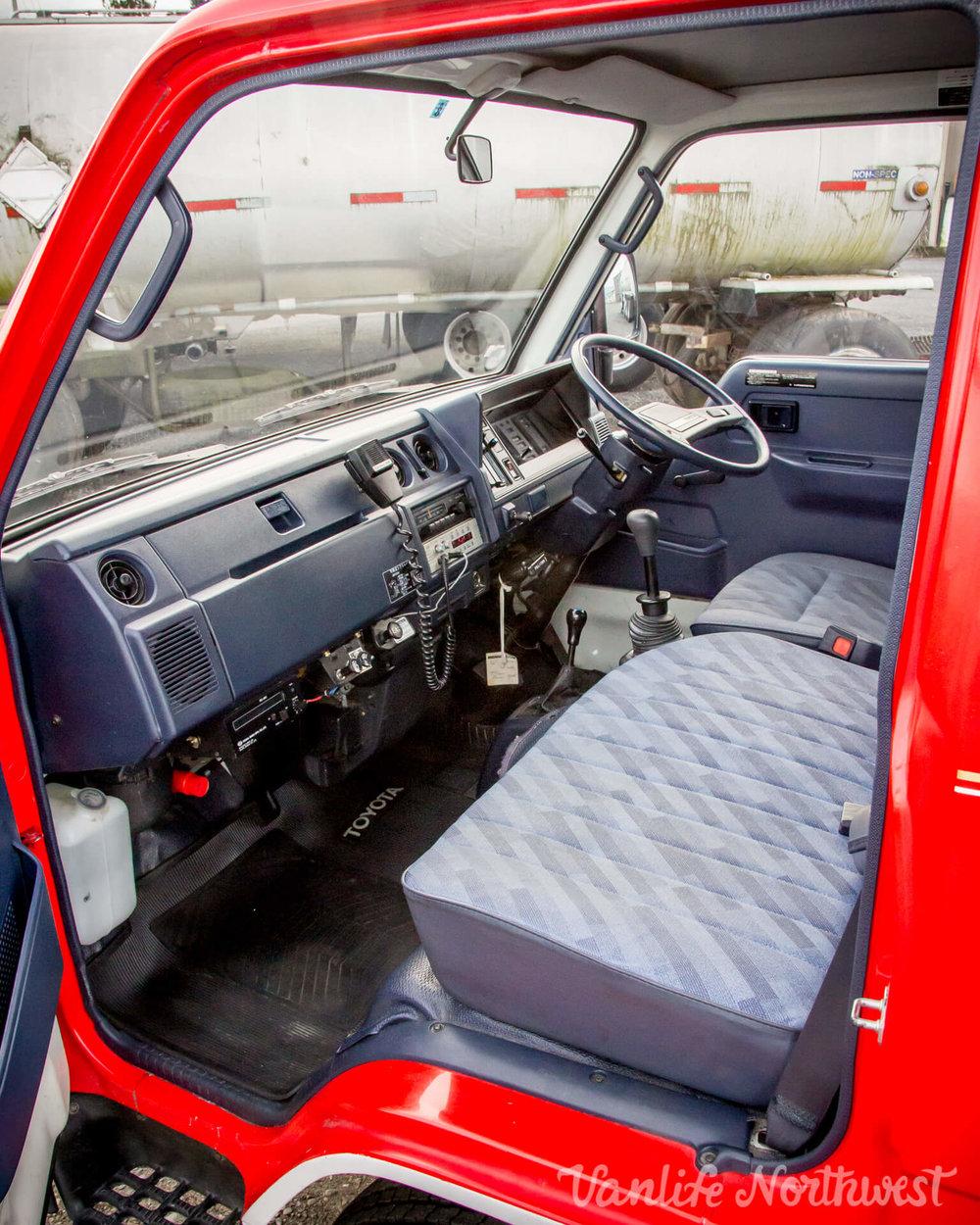 ToyotaHiaceFireTruckLH851990-24.jpg
