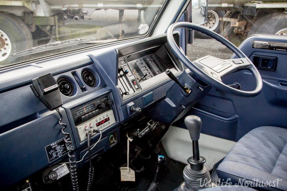 ToyotaHiaceFireTruckLH851990-25.jpg