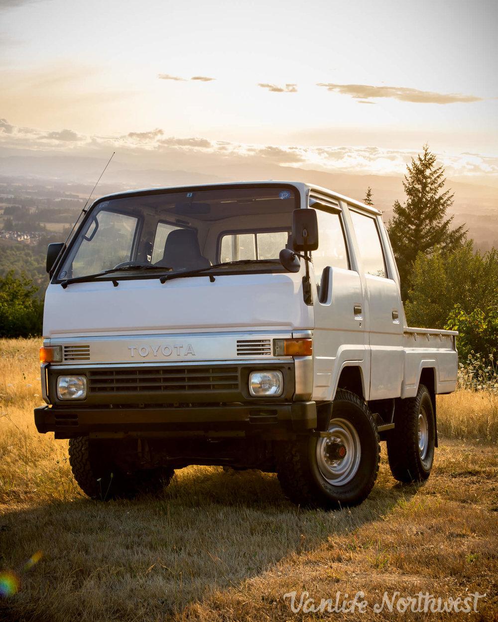 ToyotaHiaceLH85WhiteJosh-14.jpg