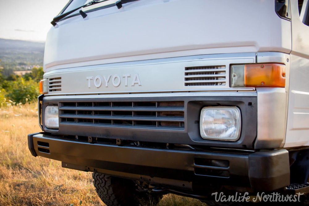 ToyotaHiaceLH85WhiteJosh-24.jpg