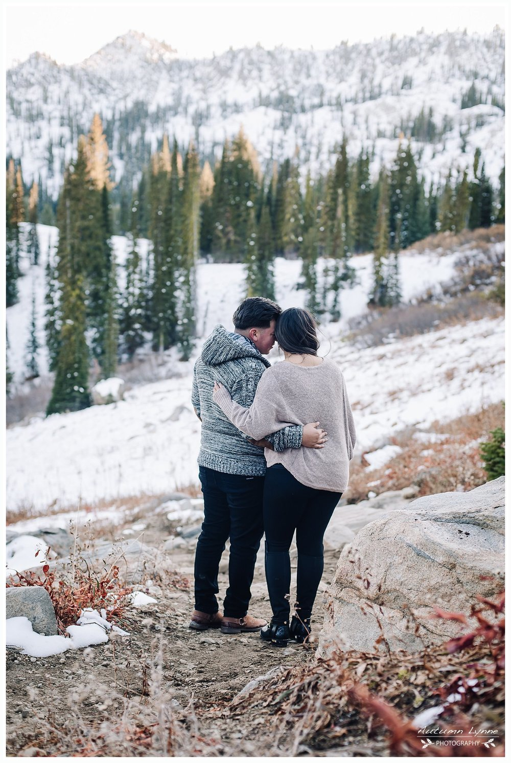snowy-couple-engagement-photography
