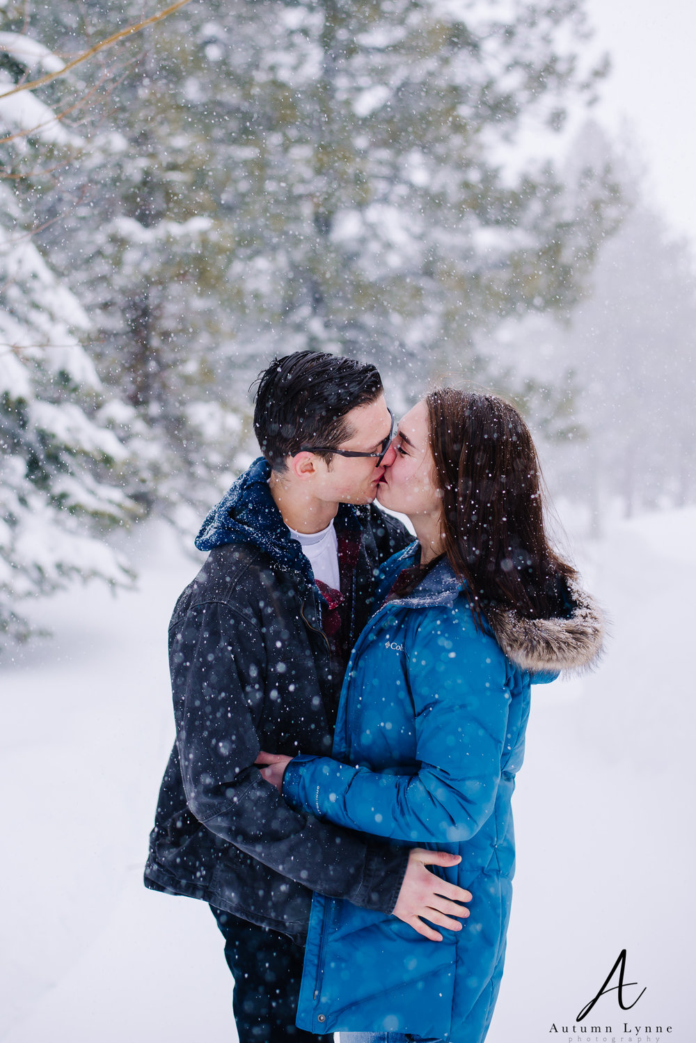 McCall-Idaho-couple-kissing-snow-engagement-session