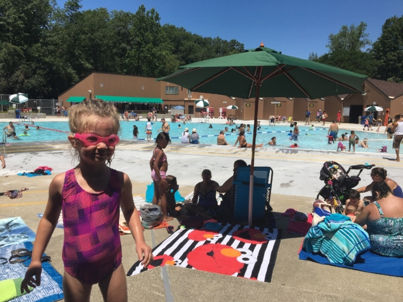 Sprain Ridge Park's zero-entry pool is located 2 miles from Edgemont. It hosts camps and has sufficient space for swim lessons.