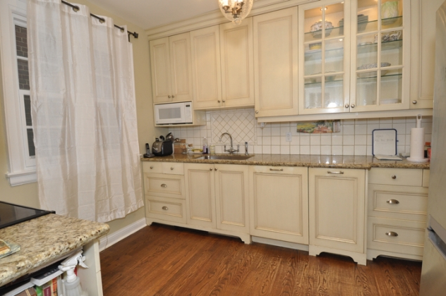 30 whitehall kitchen before.png