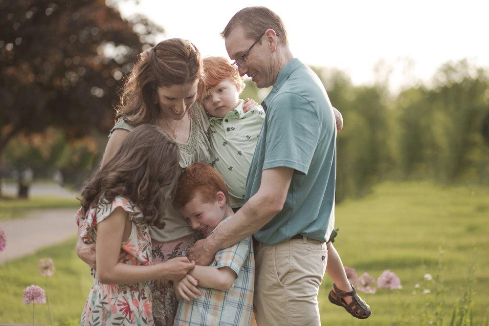 Family photographer oneonta NY, Family snuggling