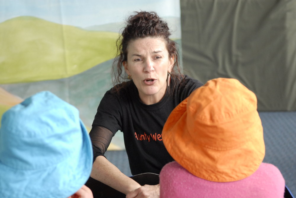 Aunty Wendy talking to Aboriginal kids in The Wheels On the Holden song clip