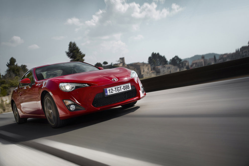 SPEED THRILLS   The 2016 Toyota 86