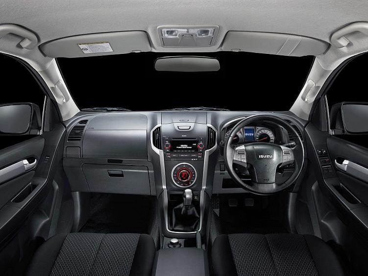 2016-Isuzu-MU-X-interior.jpg