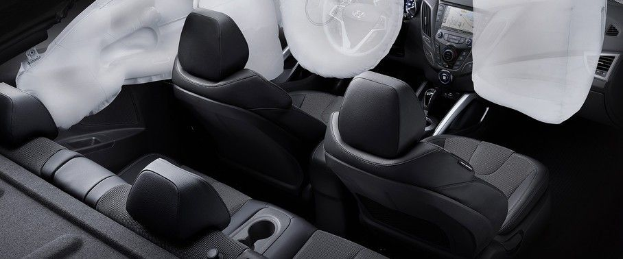 hyundai-veloster-turbo-front-and-rear-seats-together.jpg