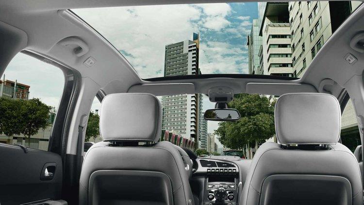 Peugeot_3008MV_toit-panoramique-1920x1080.jpg