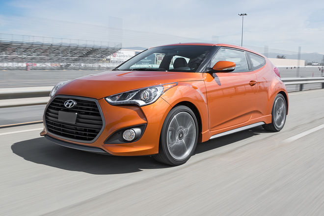 2017-Hyundai-Veloster-Turbo-front-three-quarter-in-motion-02.jpg