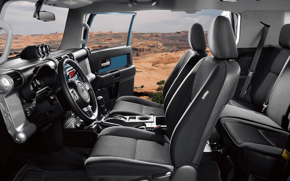 2016-Toyota-FJ-Cruiser-interior-3.jpg