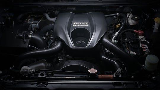 engine-with-blue-power-8851.jpg