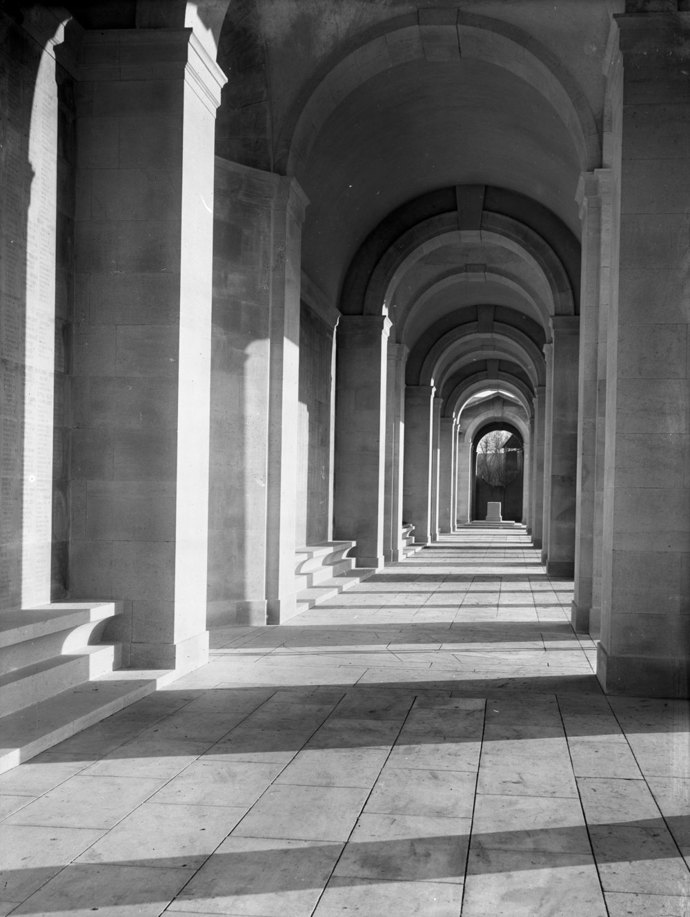 00636_001 - Arras Memorial Fauborg D'Amiens Cemetery France.jpg