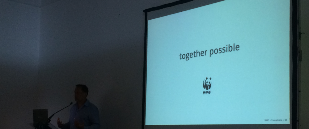 Вице-президент WWF рассказывает бриф участникам фестиваля.