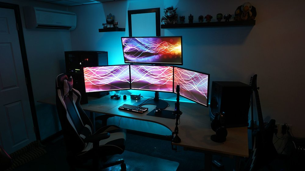 Wide screen gaming set up