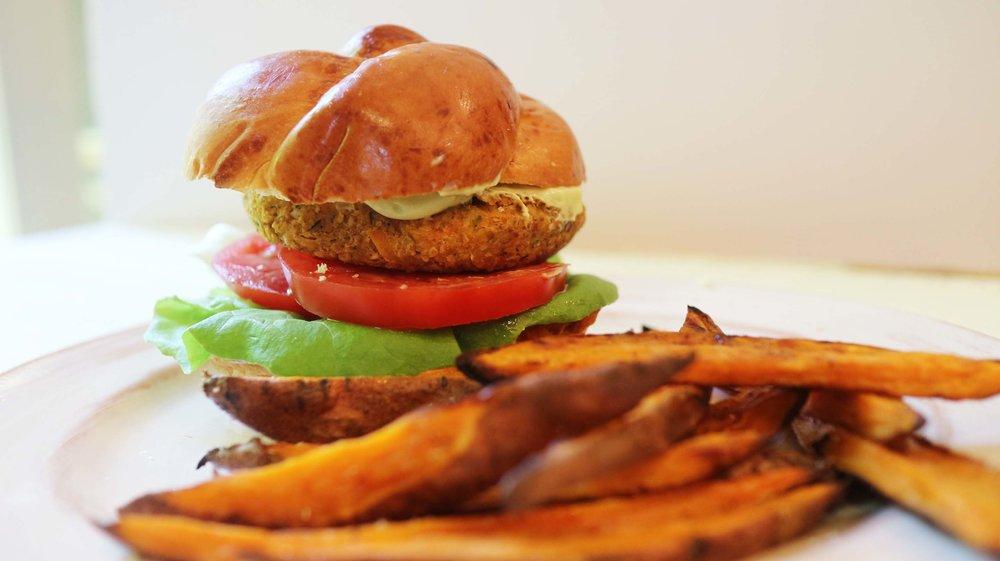 chickpea vegan burger 3.jpg