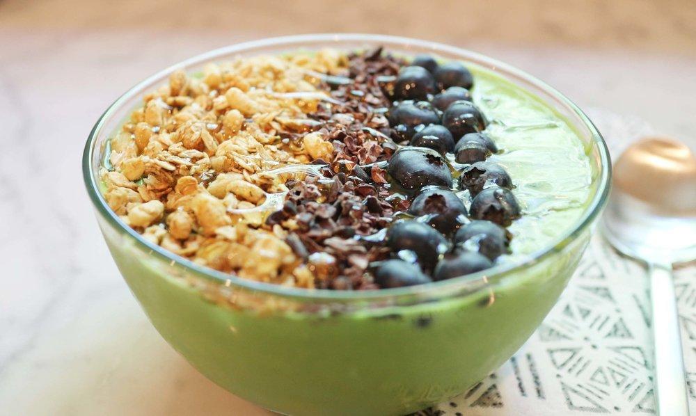 kale smoothie bowl 4.jpg