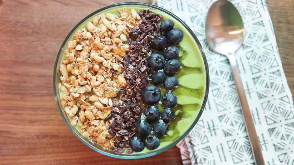 kale smoothie bowl 5.jpg