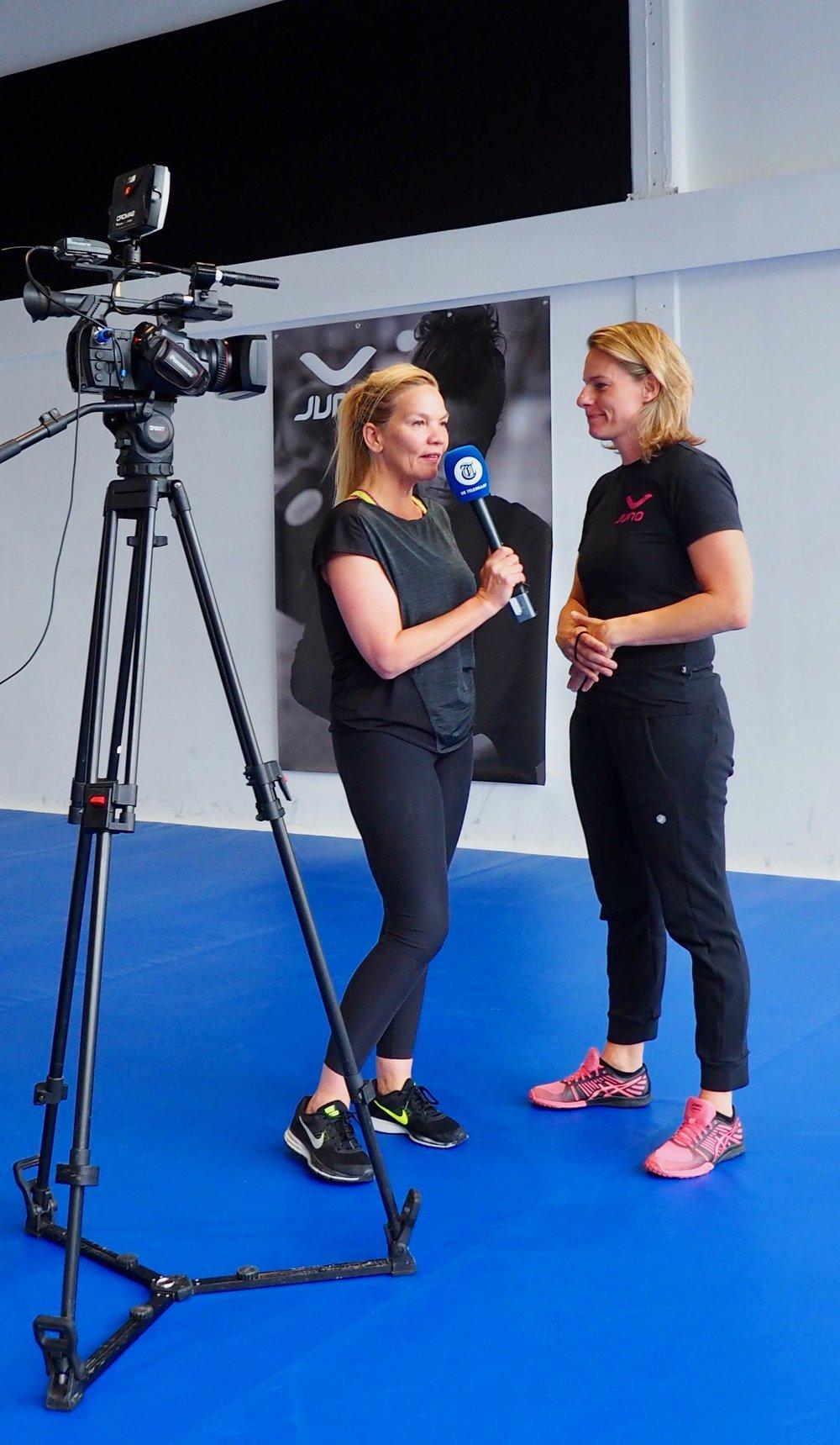 Synthia in een interview met Daphne van Rossum van De Telegraaf