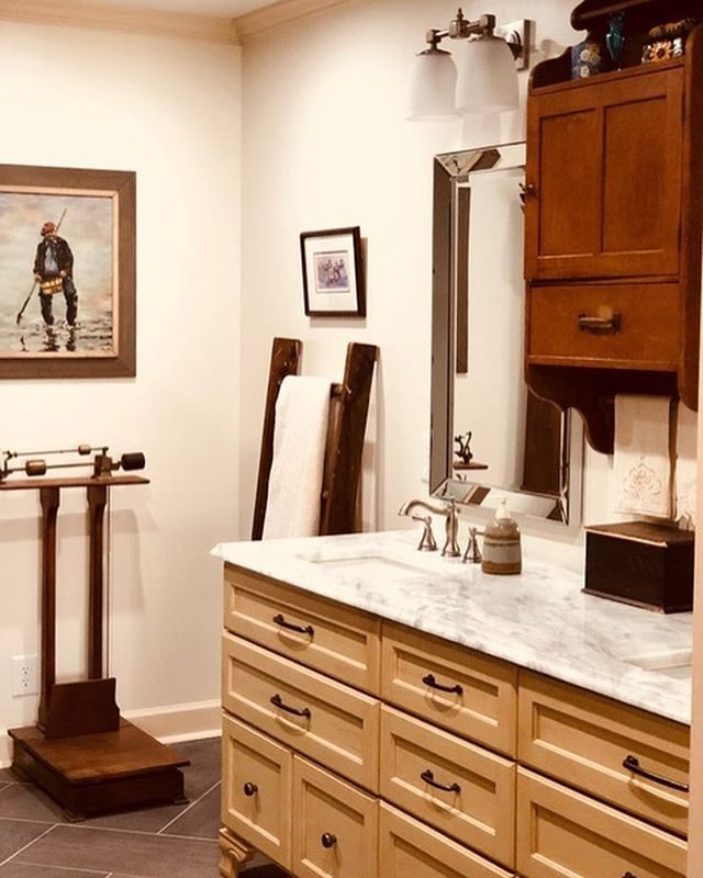 Just because something is ADA doesn't mean it can't be beautifully designed. When this bathroom needed to be updated for a walker-dependent client, we reconfigured the layout for easy access. We also accommodated the client's treasured antiques and designed a custom vanity and palette to reflect their aesthetic. ⠀ ⠀ .⠀ .⠀ .⠀ #accessibledesign #grabbarscanbesexy #agingwithgrace #ada #adadesign #bathroomdesign #bathroomrenovation #bathroomremodel #interiordesign #designer #interiors #home #homedesign #interiordesigner #designlife #belladesign #richmond #RVA #804 #renovation #redesign #remodel #homerenovation