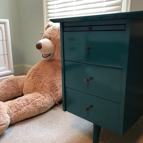 This tween's bedroom is coming together. The McCobb desk received a little European Fine Paints in a deep teal - my client's favorite color. The struggle was real not to steal this piece for my own house. Swipe to see the before!⠀ ---⠀ .⠀ .⠀ #lacquerbaby #popofteal #eventhebearlikesit #vintageisthebest #midcentury #midcenturyfurniture #midcenturymakeover #mcm #midcenturymodern #interiordesign #designer #interiors #home #homedesign #interiordesigner #designlife #belladesign #richmond #RVA #804 #renovation #redesign #remodel #homerenovation ⠀ 🙏-- ⠀ @hjholtzandson⠀ @dust_richmond⠀ @finepaintsofeurope ⠀